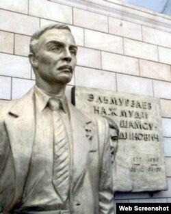 Памятник Юсупу Эльмурзаеву