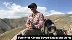 کاووس سید امامی، شهروند ایرانی-کانادایی، استاد دانشگاه و از فعالان محیط زیست ایران، در زندان و دو هفته پس از بازداشتجان باخت