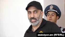 Արարատ Խանդոյանը առաջին ատյանի դատարանի դահլիճում: 27-ը հունիսի, 2017 թ․