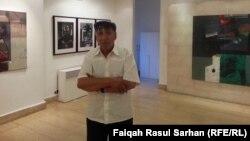 الفنان محمد مهر الدين في معرضه بغاليري الاورفلي بعمان