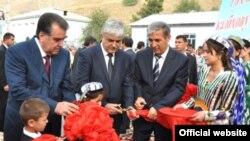 Президент Таджикистана Эмомали Рахмон на открытии автомагистрали Душанбе-Рашт. 26 августа 2011 года.