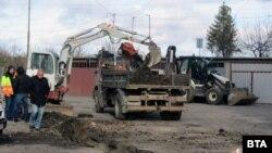 Общината в Перник спешно подмени водопровода към четирите блока, в които беше открита замърсена питейна вода