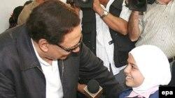 Адель Имам, египетский актер и посол доброй воли ООН, с девочкой.