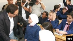 Egyptian film star Adel Imam (left) on a tour of Syrian schools as a UNHCR Goodwill Ambassador in 2007.