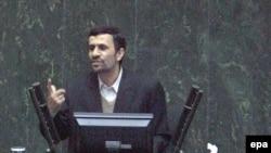 «تنخواه در اختيار» آقای احمدی نژاد ۱۵۰ ميليارد تومان اعلام شده است.(عکس: EPA)