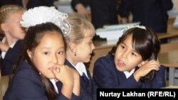 Ученики начального звена средней школы в учебном кабинете. Иллюстративное фото.