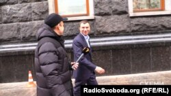 Андрія Іванчука знімальна група програми щороку зустрічає біля АП в цей період