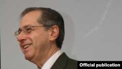 Ambasadorul Mark Gitenstein