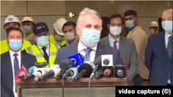 Ministrul Transporturilor, Lucian Bode, cerându-și scuze în numele celor 17 miniștri ai Transporturilor care de aproape 10 ani se chinuie să finalizeze magistrala de metrou M5 Drumul Taberei