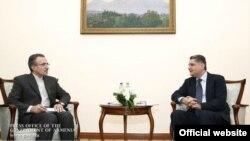 Встреча премьер-министра Армении Тиграна Саргсяна (справа) с послом Ирана в Армении Мухаммадом Реиси (слева), Ереван, 12 февраля 2014 г.