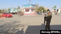 وزارتهای امور داخله و دفاع گفتهاند در نبردهای سه روز گذشته دست کم پنج نظامی افغان کشته شدهاند.