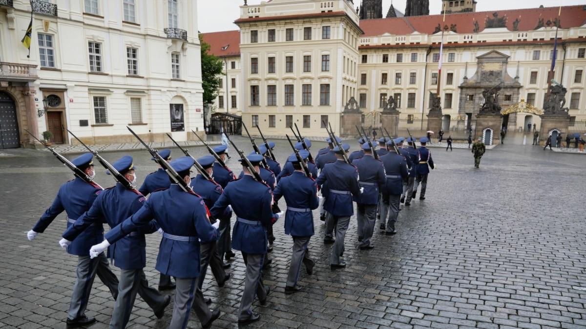 В Праге открываются рестораны, бары и туристические места на фоне пандемии