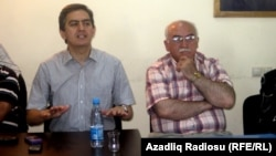 Arxiv foto - AXCP və Musvat partiyasının lidelrəri Əli Kərimli (solda) və İsa Qəmbər (sağda), 21 iyun 2012