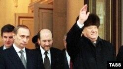 Yeltsin leaving the Kremlin on December 31, 1999.