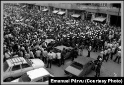 """București, 13 iunie 1990 - protestatari vs """"muncitori"""" și forțe de ordine"""