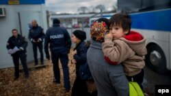 Austria -- Migrants arrive at a temporary camp after German officials sent them back to Austria in Schaerding Am Inn, January 12, 2016