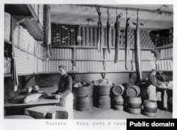 Employees work in a storeroom for caviar, fish, and cheese in 1913.