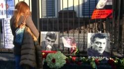 «Борис – борись»: під посольством Росії у Києві згадали Нємцова (відео)