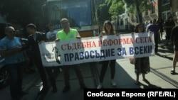 Заседанието на ВСС премина на фона на протест срещу Гешев пред сградата на съвета