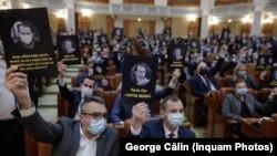 Reprezentanții PSD protestează în Parlamentul României