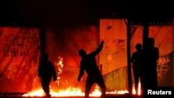 Pamje nga protestat në Belfast një natë më parë.