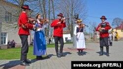 На Алеі славутых землякоў граюць музыкі з Польшчы