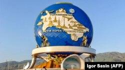Aşgabatda welosipede açylan monument