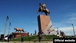 Манас эстелиги, Ош шаары