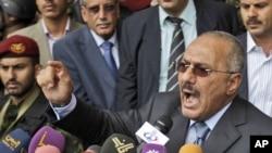 Президент Йемена Али Абдалла Салех выступает с речью перед своими сторонниками в пятницу 20 мая