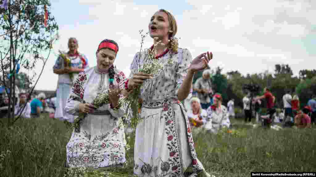 Купальські співи. На свято в Пирогово з'їхалися народні колективи зі всієї України