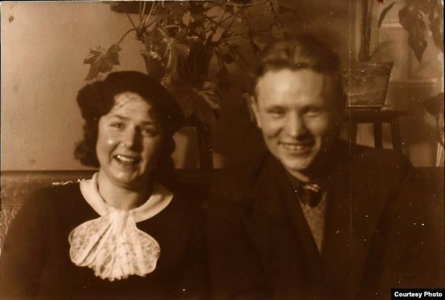 Натальля Арсеньнева і Максім Танк. Вільня, 1937 г. БДАМЛМ,