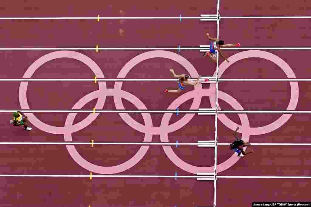 Америкалык жөө күлүк Сидни Маклафлин тоскоолдуктар менен 400 метрге чуркоо боюнча жарышта аялдар арасында алтын байген утуп алды. Ал Олимпиаданын рекордун да жаңылады.