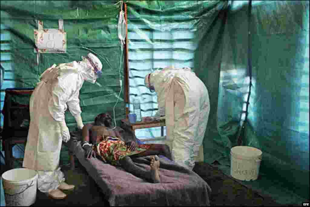 Эболамен ауыратын адам. Гвинея, маусым, 2014 жыл.