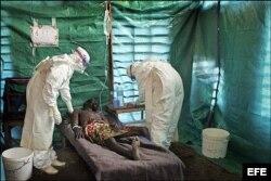 Больной, пораженный вирусом лихорадки Эбола. Гвинея, июнь 2014 года