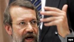 علی لاریجانی می گوید ایران حاضر است در باره صلح آمیز بودن برنامه هسته ای خود به جهان اطمینان بدهد