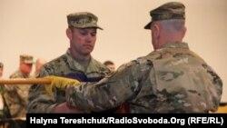 27-а піхотна бригада армії США урочисто перебрала командування від колег із 45-ї піхотної бригади Національної гвардії Збройних сил США, 22 листопада 2017 року