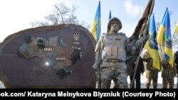 У Нікополі відкрили пам'ятник «Захисник України»