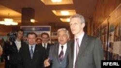 КДУ ректоры Мәгъзүм Сәләхов, Парламент рәисе Фәрит Мөхәммәтшин, Русия мәгариф министры Андрей Фурсенко.