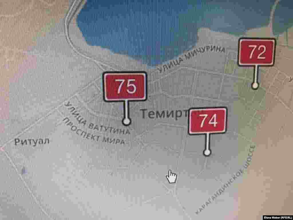С начала февраля в Темиртау фиксируют средние и высокие уровни загрязнения воздуха мелкодисперсными частицами. Такие данные (на фото) показывают датчики онлайн-мониторинга, установленные в трех точках города общественной экологической организацией «Отражение». По нормам Всемирной организации здравоохранения (ВОЗ), допустимая концентрация опасных мелкодисперсных частиц PM2,5 (это загрязнитель воздуха) должна составлять 30 микрограмм на кубический метр.