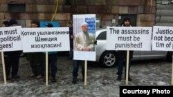 Швециядағы өзбек белсенділері Обидхон Назаровқа қастандық жасағандарды жазаға тартуды талап етіп тұр. 21 ақпан 2014 жыл.