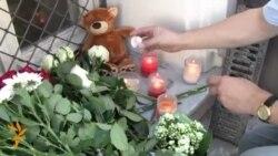 أخبار مصوّرة 18/07/2014: من الناس جلب الزهور إلى سفارتي ماليزيا وهولندا في روسيا لإغراق في كازاخستان