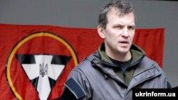 Один із лідерів УНА-УНСО Ігор Мазур (позивний «Тополя») виступає перед журналістами під час церемонії нагородження бійців АТО. Київ, 4 березня 2015 року