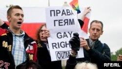 Питер Тэтчелл (справа наверху) на гей-параде в Москве, 16 мая 2009 г.