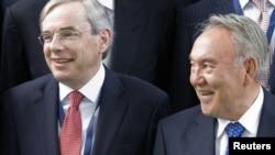 Президент Казахстана Нурсултан Назарбаев (справа) и глава Европейского банка реконструкции и развития Томас Мироу после заседания совета иностранных инвесторов. Алматы, 4 июня 2010 года.