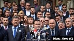 Președintele PNL, Ludovic Orban (centru)