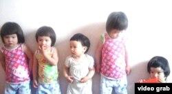 Наркыз (в центре), пятая дочка в семье Капар. Алматы, 29 мая 2012 года.