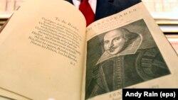 Один из сборников Шекспира