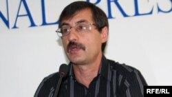 Адам құқығын қорғау және заңдылықты сақтау жөніндегі қазақстандық бюроның директоры Евгений Жовтис баспасөз мәслихатында. Алматы, 22 шілде 2009 жыл.
