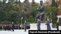 Володимир Путін на відкритті пам'ятника Олександру Третьому в Лівадійському палаці. Ялта, 18 листопада 2017 року
