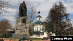 Памятник Александру Колчаку в Иркутстке.